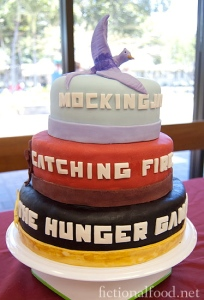 The-Hunger-Games-Trilogy-Cake2
